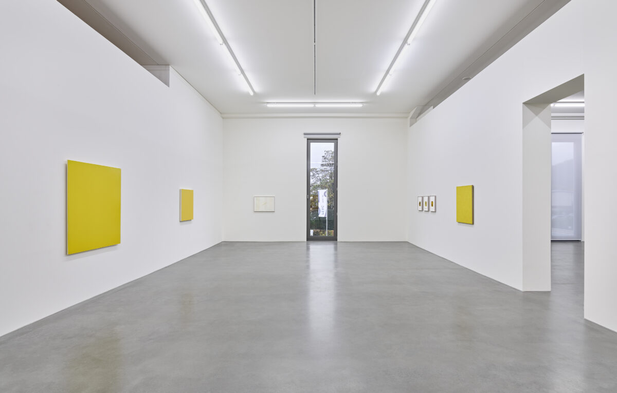 Ausstellungsansicht mit Werken von Fiene Joseph Marioni, Marcia Hafif, Fred Sandback und Phil Sims