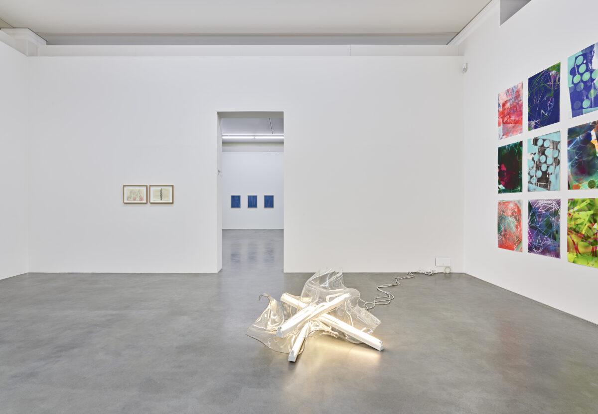 Ausstellungsansicht mit Werken von Andrea Ostermeyer und Paul Schwer