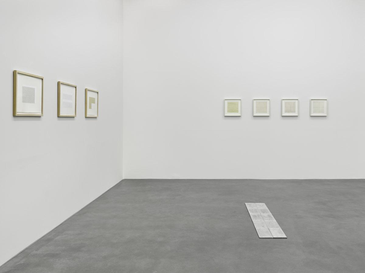 Ausstellungsansicht Collector' s Choice Only (2014) mit Werken von Frank Badur, Carl Andre und Agnes Martin