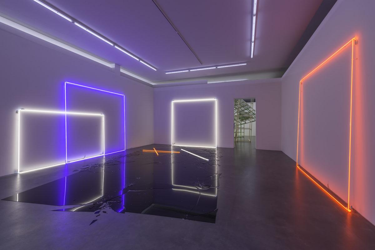 Installation Ghost Rider von Lori Hersberger, 2004 in der Ausstellung Raumwechsel 1 und 2013 in der Ausstellung Spaces