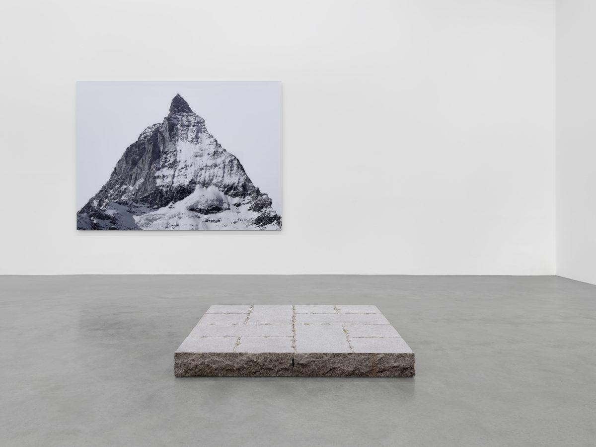 Ausstellungsansicht Collector's Choice Only Prozess (2014) mit Werken von Michael Reisch und Ulrich Rückriem