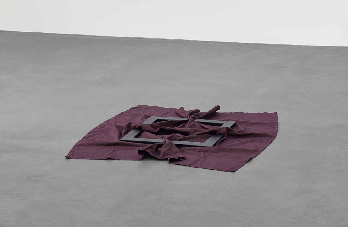 Rotes Tuch mit Winkeln I