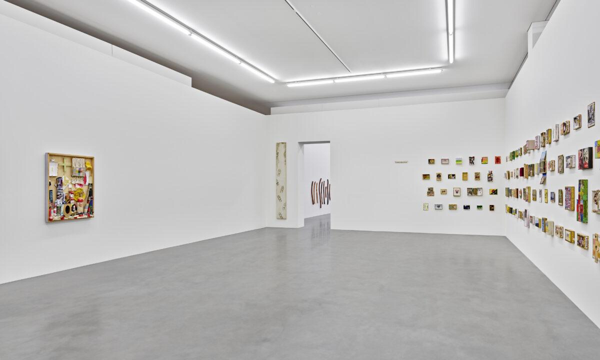 Ausstellungsansicht Spurensuche mit Werken von Bernd Völkle